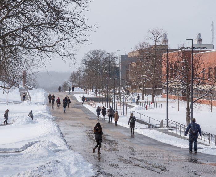 Winter Campus Scenes Promenade Einhorn Family Walk Students
